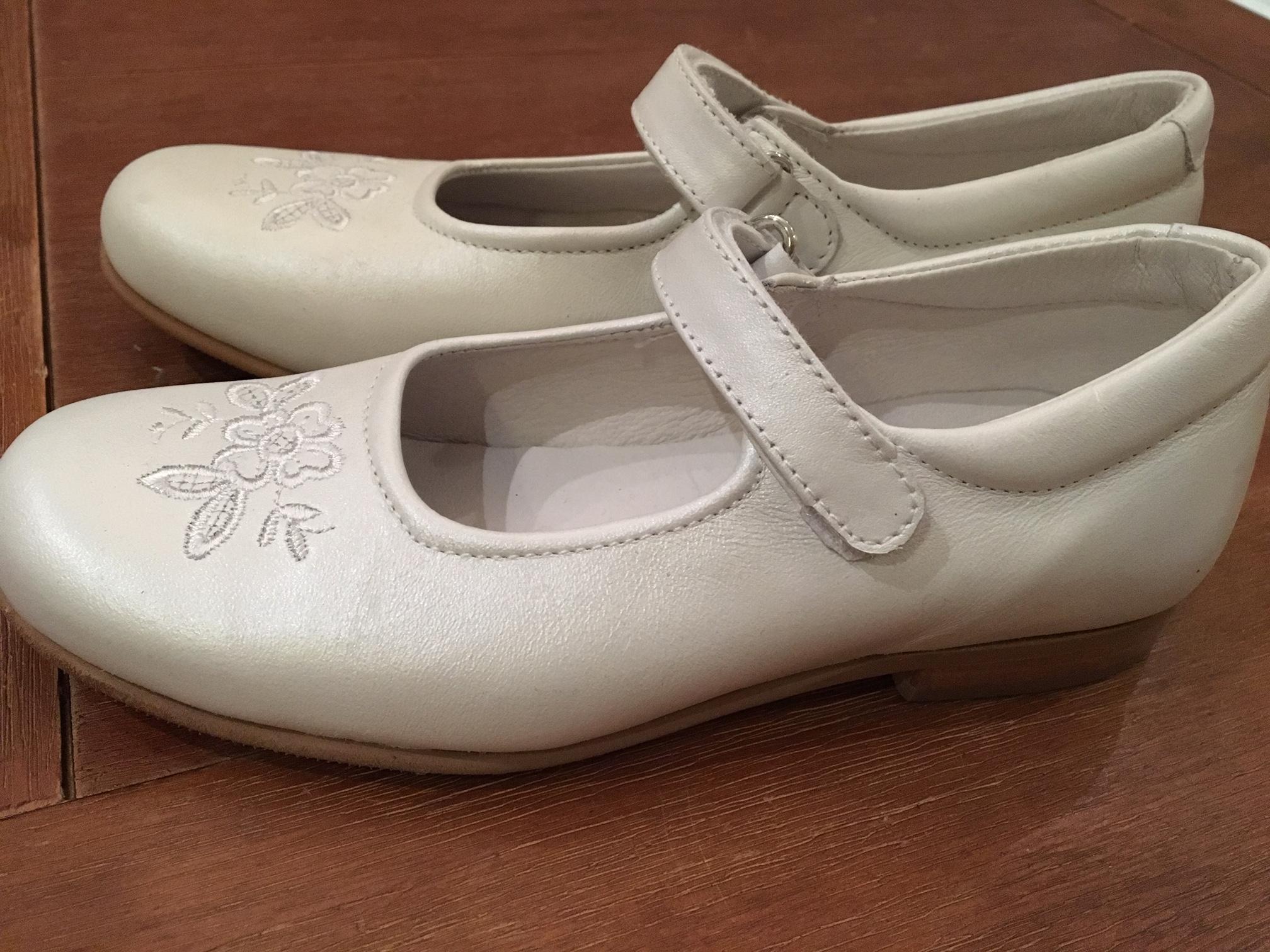 Bild Nummer 2 von eleganter Damenschuh weiß