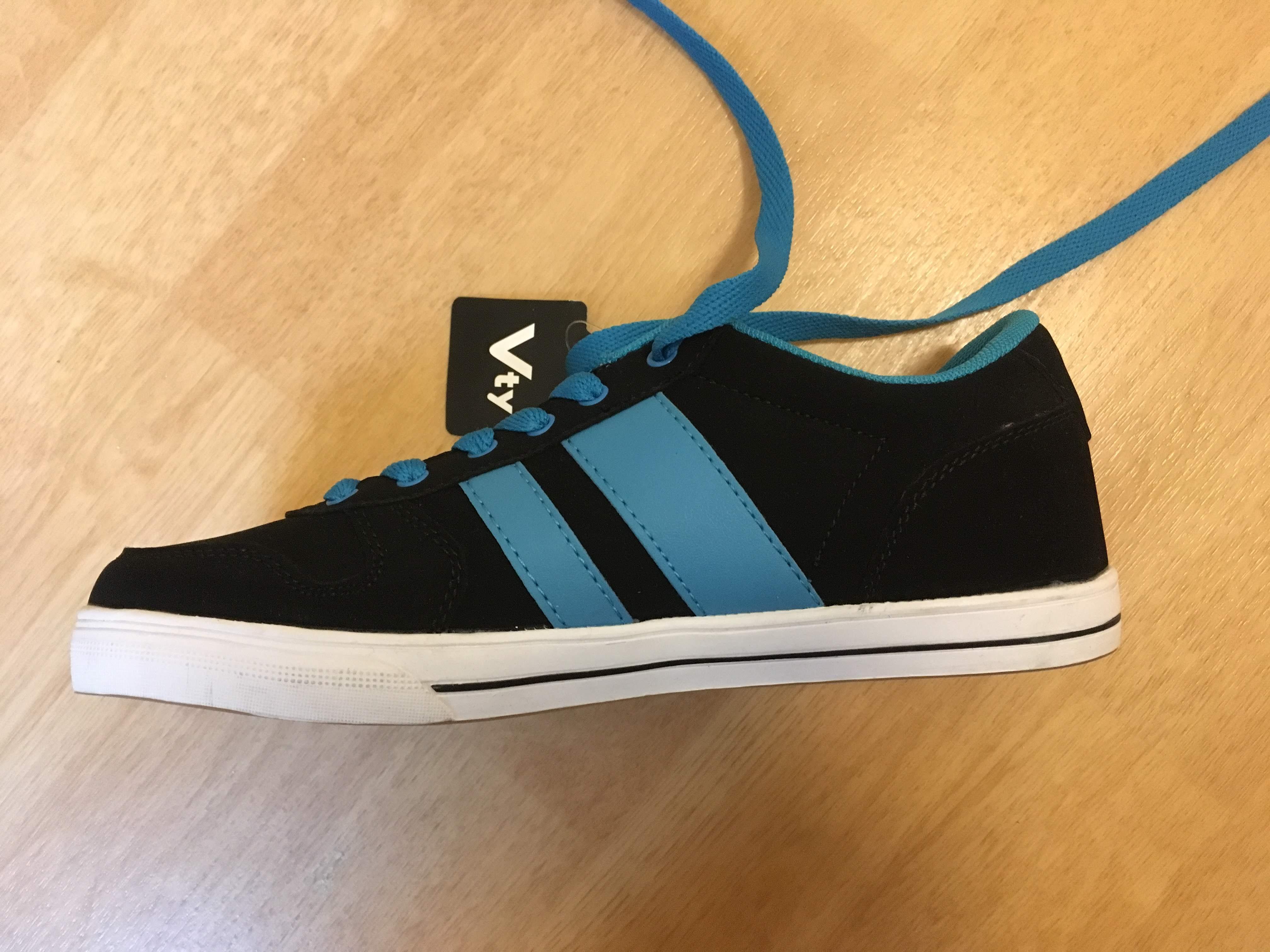 Bild Nummer 2 von Skaterschuhe, links 37, rechts 36, schwarz mit blau