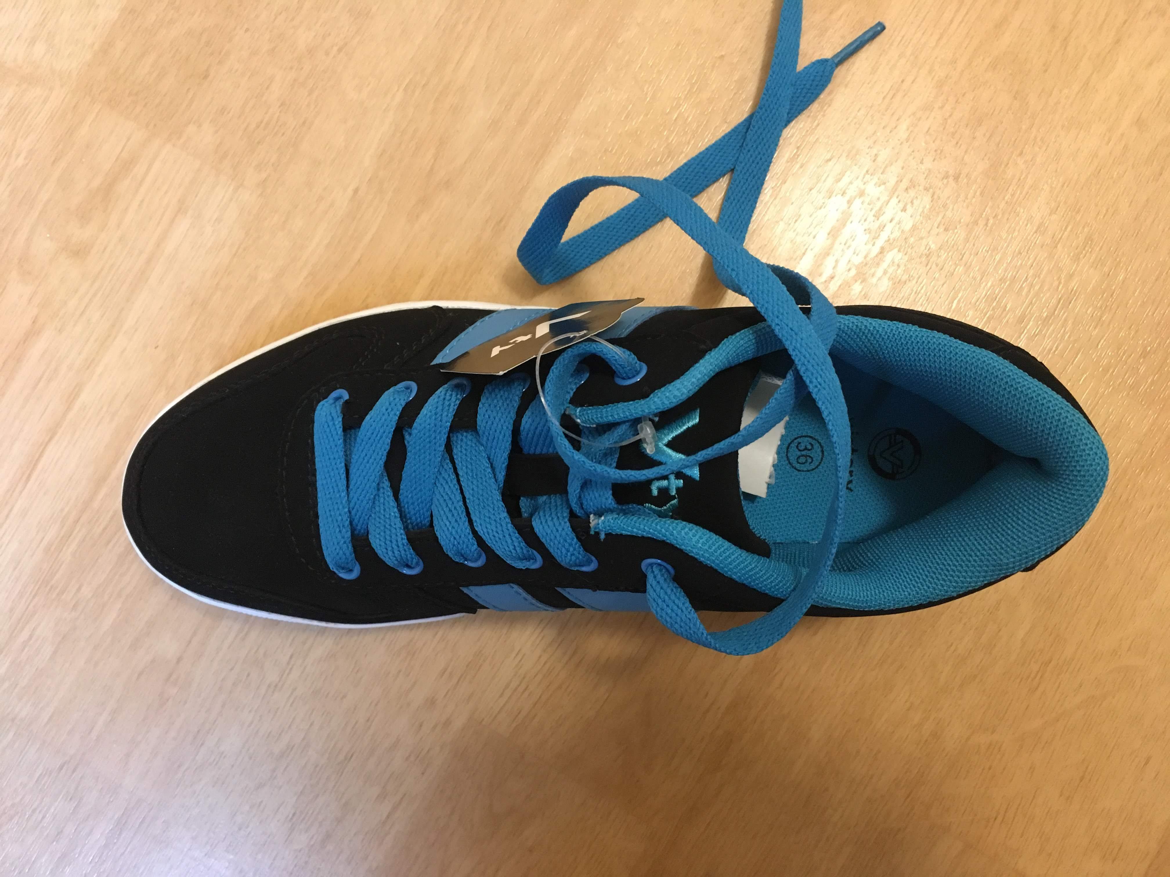 Bild Nummer 3 von Skaterschuhe, links 37, rechts 36, schwarz mit blau