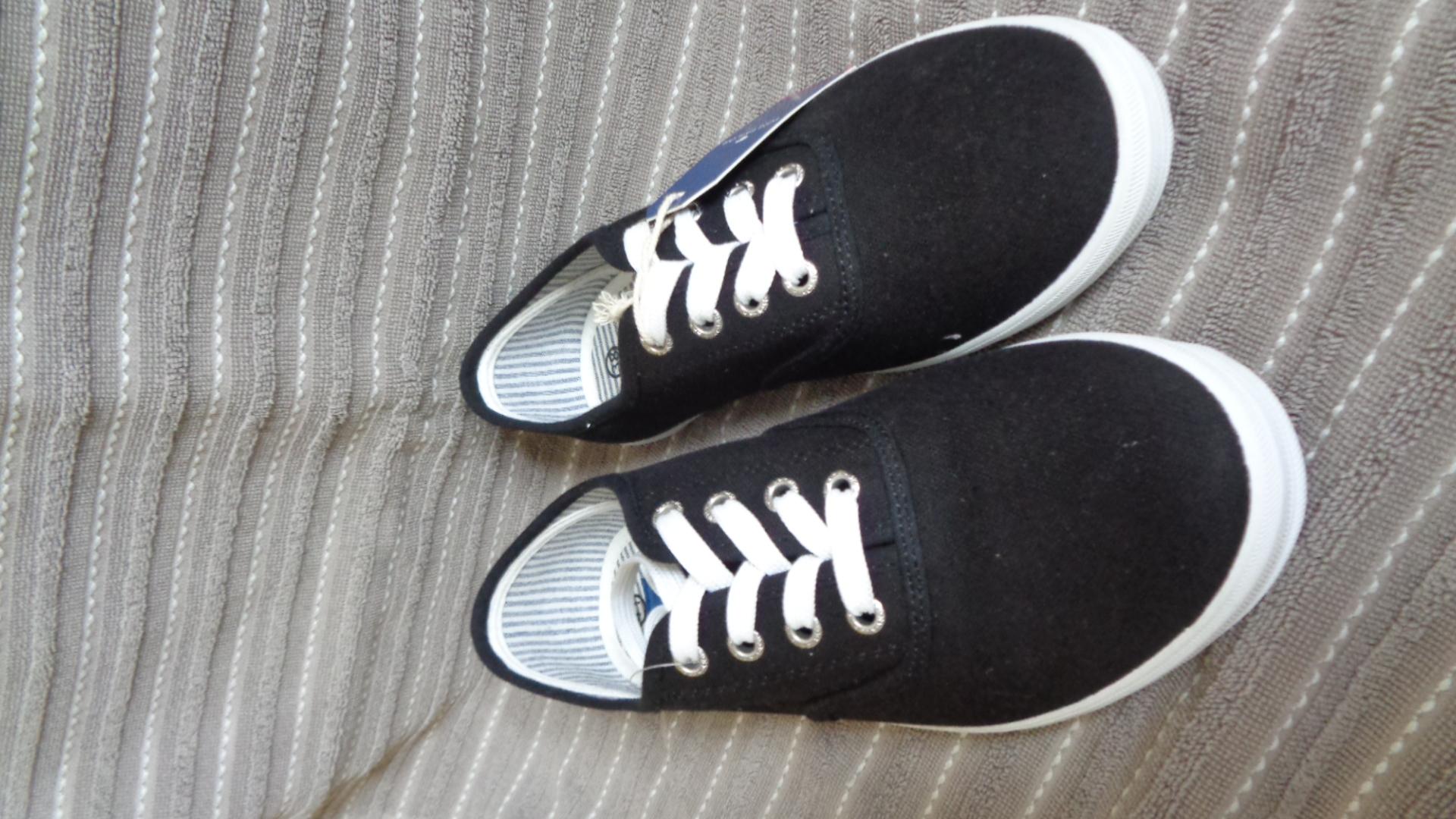 Foto des unpaars Schnürschuh Sommer - TomTailor schwarz-weiß