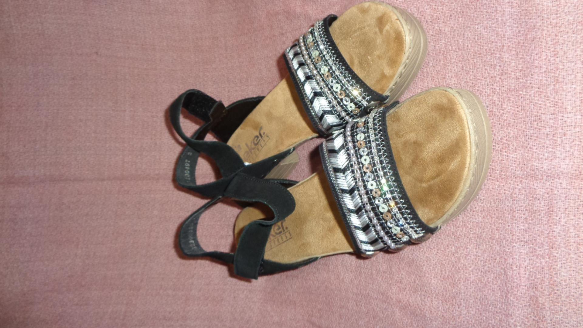 Bild Nummer 2 von Sandale - Rieker schwarz mit Absatz