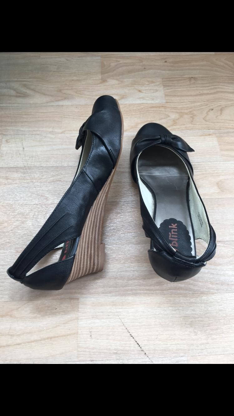 Bild Nummer 2 von NEUE Sandalen / Sandaletten (Li 38, Re 37)