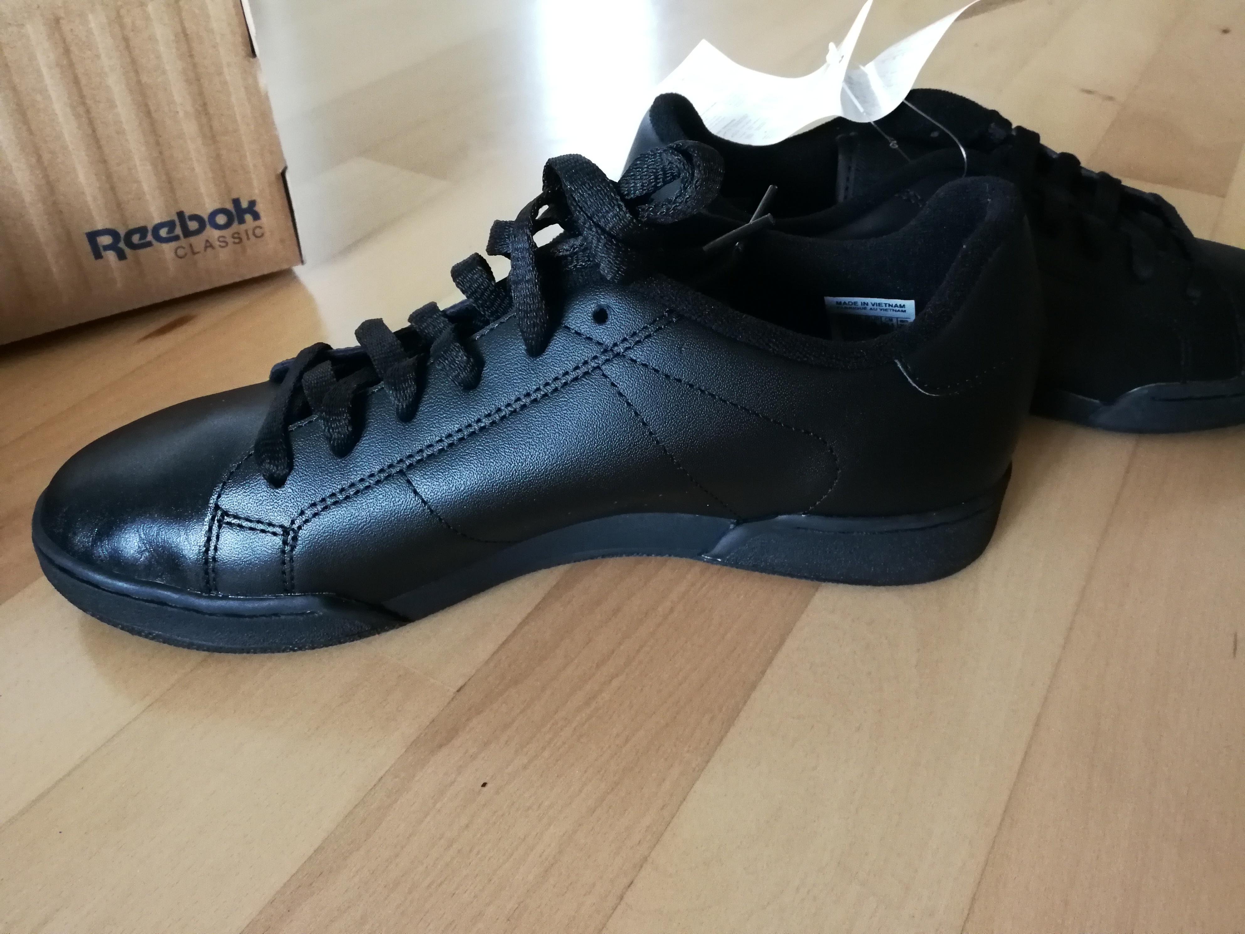 Bild Nummer 2 von Schwarze Reebook Sneaker/Sportschuhe re.40/li.37