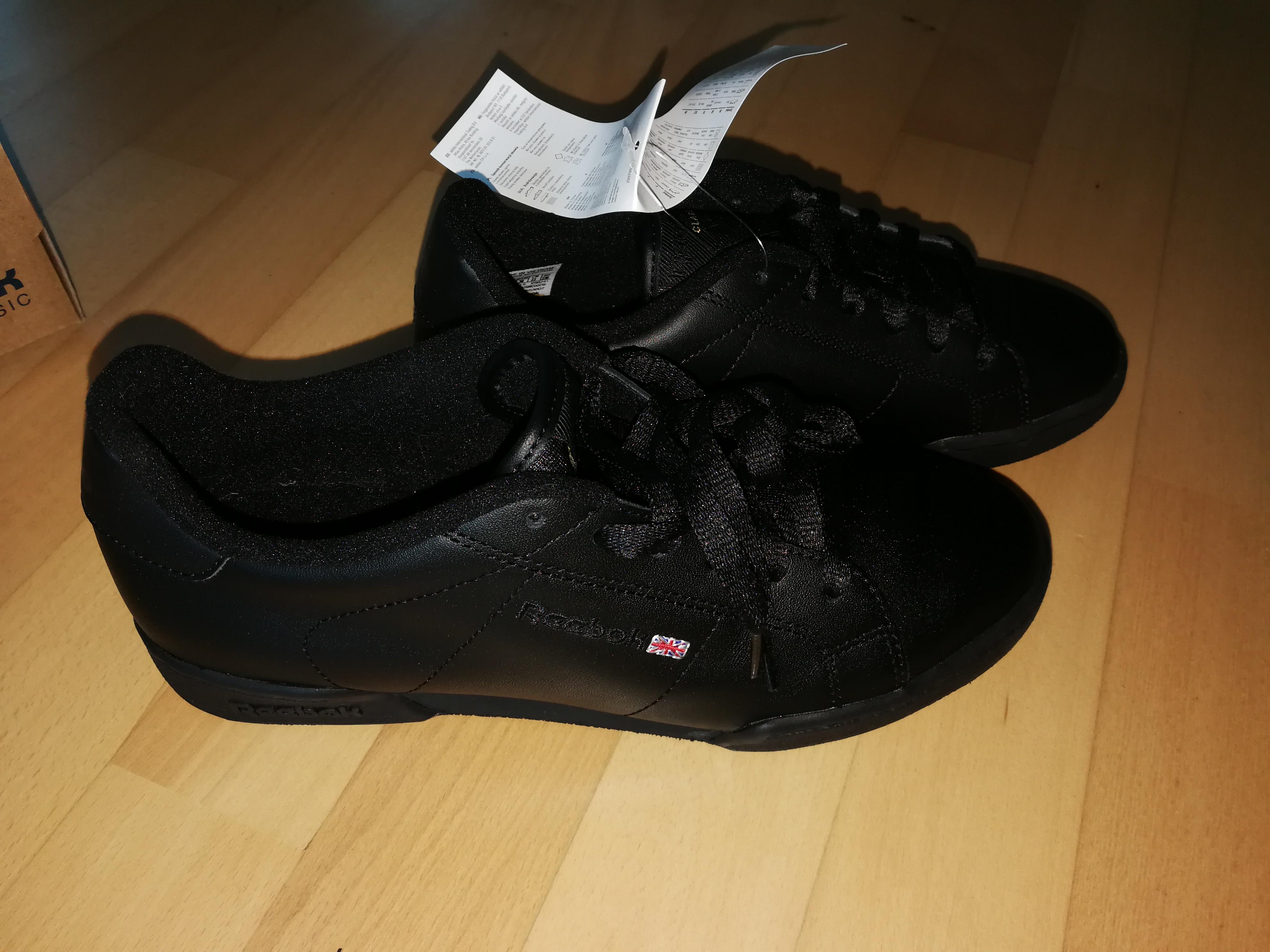 Bild Nummer 3 von Schwarze Reebook Sneaker/Sportschuhe re.40/li.37
