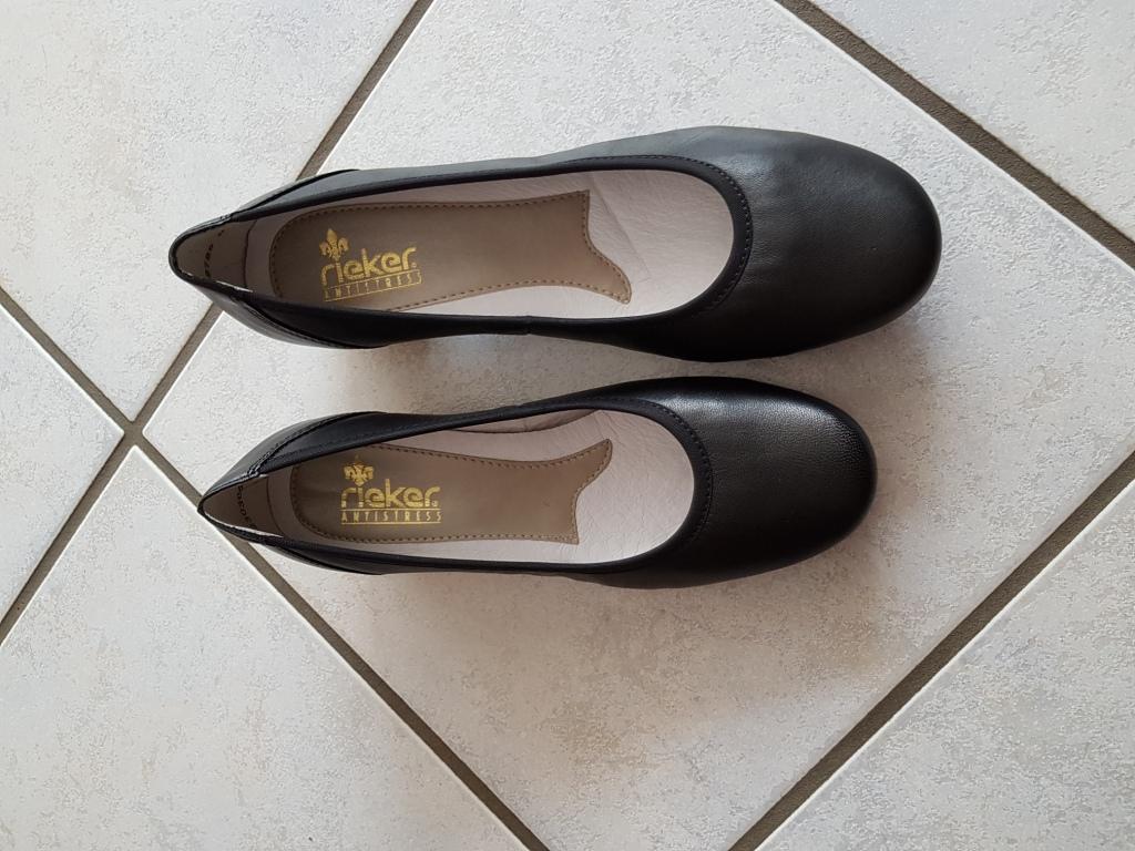 Schwarze Lederpumps von Rieker